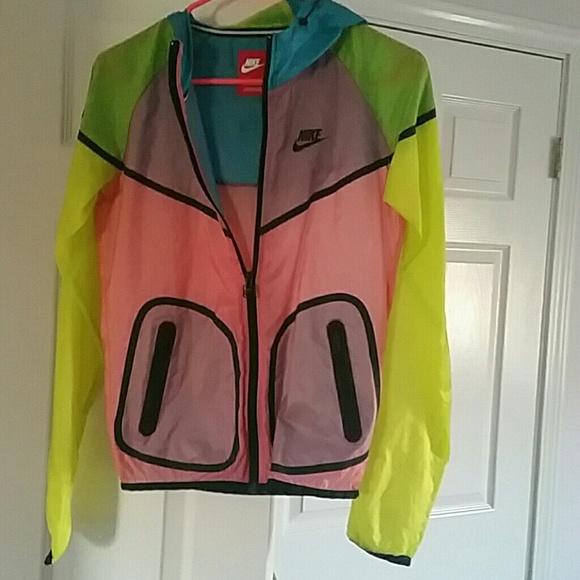 bfeb7055e062 Nike running jacket light weight bright. M 5b120325a5d7c67df5608bd2